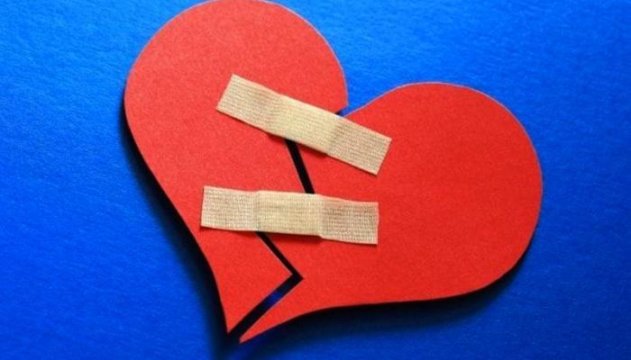 80-005239-brokenheart-time_700x400